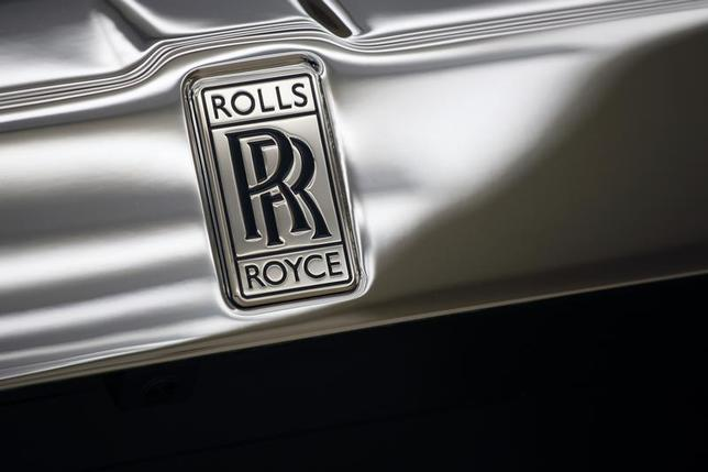 The Rolls-Royce logo is pictured on a Rolls-Royce ''Phantom'' car at a Rolls-Royce showroom in Hong Kong January 11, 2012. REUTERS/Tyrone Siu