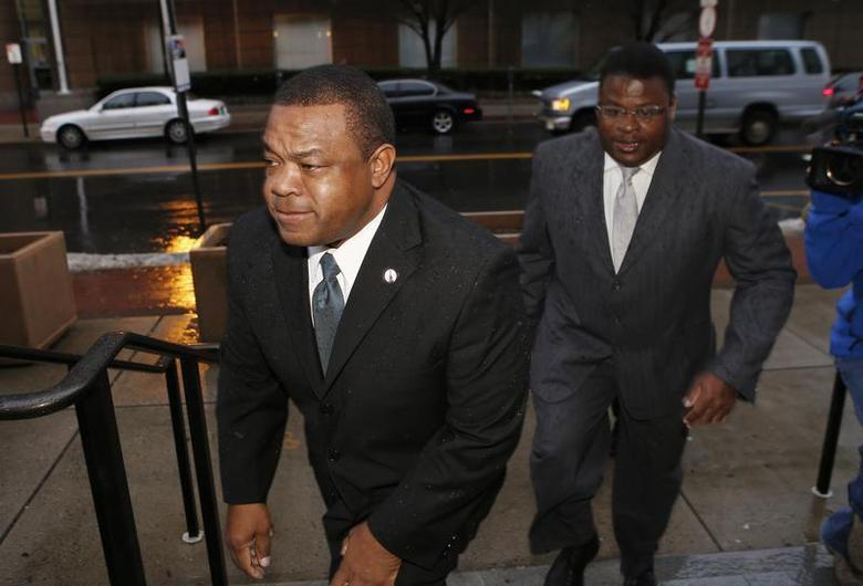 Trenton New Jersey Mayor Tony Mack (L) and his brother Ralphiel Mack arrive at United States Court in Trenton, New Jersey, January 6, 2014. REUTERS/Mike Segar