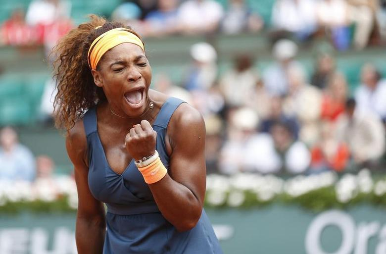 Serena Williams of the U.S. reacts during her women's singles match against Roberta Vinci of Italy at the French Open tennis tournament at the Roland Garros stadium in Paris June 2, 2013. REUTERS/Vincent Kessler
