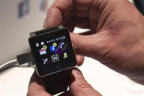 A Sony SmartWatch2 is displayed during the 2014 International Consumer Electronics Show (CES) in Las Vegas, Nevada, January 7, 2014. The watch retails for $199.00. REUTERS/Steve Marcus