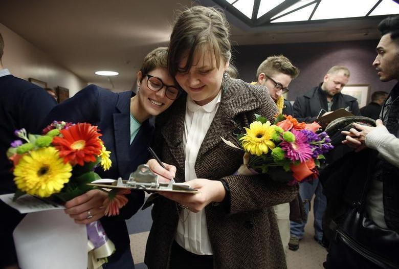 Natalie Dicou (L) and her partner Nicole Christensen wait to get married at the Salt Lake County Clerks office in Salt Lake City, Utah, December 20, 2013. REUTERS/Jim Urquhart