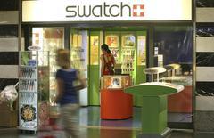 Le suisse Swatch Group, numéro un mondial de l'horlogerie, prévoit une croissance solide cette année, après une hausse de son chiffre d'affaires de 9,1% hors effets changes en 2013. /Photo d'archives/REUTERS/Arnd Wiegmann