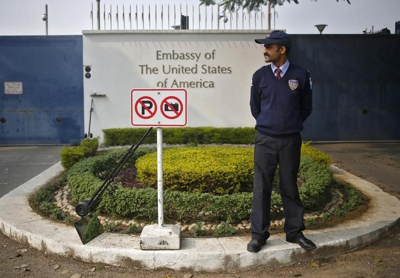 A private security guard stands outside the U.S. embassy in New Delhi December 18, 2013. REUTERS/Anindito Mukherjee