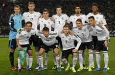 Seleção de futebol da Alemanha posa para foto antes de partida contra Irlanda pelas eliminatórias para a Copa do Mundo de 2014, em Colônia. A seleção da Alemanha vai encerrar a preparação para a Copa do Mundo de 2014 com um amistoso contra a Armênia, em 6 de junho, antes de viajar para o Brasil, informou a equipe nesta sexta-feira. 11/10/2013. REUTERS/Ina Fassbender
