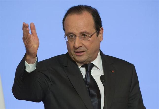 French President Francois Hollande gestures as he delivers his New Year speech to civil servants and constitutional bodies at the Elysee Palace in Paris, January 7, 2014. REUTERS/Michel Euler/Pool
