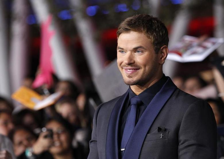 Cast member Kellan Lutz poses at the premiere of ''The Twilight Saga: Breaking Dawn - Part 2'' in Los Angeles, California, November 12, 2012. The movie opens in the U.S. on November 16. REUTERS/Mario Anzuoni