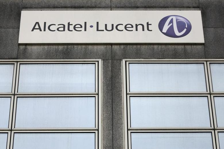 The logo of the telecom equipment maker Alcatel-Lucent is seen on the company site building in Rennes, western France, October 15, 2013. REUTERS/Stephane Mahe
