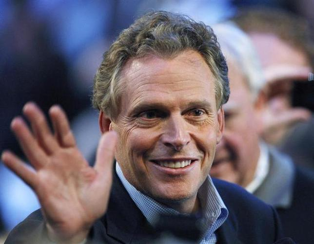 Terry Mcauliffe, former chairman of the Democratic National Committee and also the former chairman of the Hillary Clinton for President committee, waves at the 2008 Democratic National Convention in Denver, Colorado August 26, 2008. REUTERS/Chris Wattie