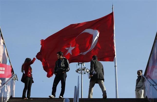 A large Turkish flag flutters over Taksim square in central Istanbul January 10, 2014. REUTERS/Murad Sezer