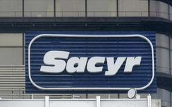 The logo of Spanish builder Sacyr is seen on the company's headquarters in Madrid January 4, 2014. REUTERS/Andrea Comas