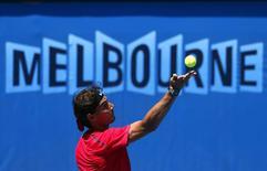 O espanhol Nadal durante um treino no Melbourne Park. Depois de um notável retorno em 2013, o tenista Rafael Nadal quer mais um título de Grand Slam este ano e por isso se prepara para ser a maior ameaça ao reinado de Novak Djokovic no Aberto da Austrália. 09/01/2014 REUTERS/David Gray