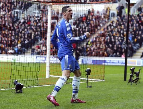 Chelsea's Fernando Torres celebrates scoring his goal against Hull City during their English Premier League soccer match at The KC Stadium in Hull, northern England, January 11, 2014. REUTERS/Nigel Roddis