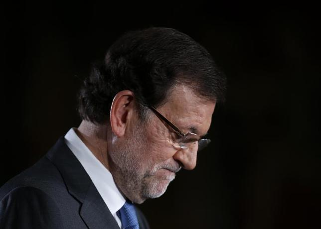 Spain's Prime Minister Mariano Rajoy listens to a question during a news conference after his last cabinet meeting at Moncloa palace in Madrid December 27, 2013. REUTERS/Andrea Comas