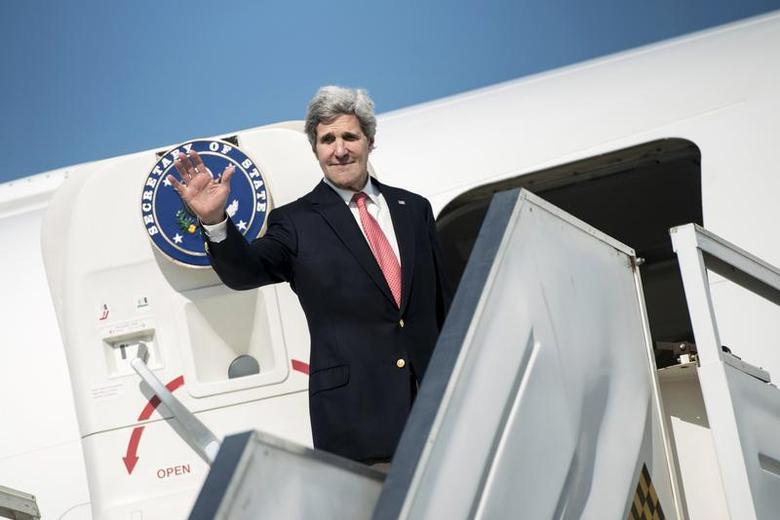 U.S. Secretary of State John Kerry waves as he boards his plane at Ben Gurion International Airport in Tel Aviv January 6, 2014. REUTERS/Brendan Smialowski/Pool
