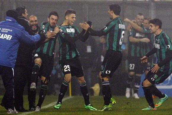 Sassuolo's Domenico Berardi (25) celebrates after scoring their fourth goal against AC Milan during their Italian Serie A soccer match at the Mapei stadium in Reggio Emilia January 12, 2014. REUTERS/Alessandro Garofalo