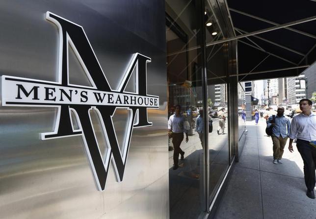 People pass by a Men's Wearhouse store in New York June 25, 2013. REUTERS/Brendan McDermid