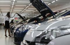 Renault a réalisé en 2013 des ventes record en Russie avec une hausse de 10,7% à 210.094 véhicules sur un marché pourtant en berne. /Photo d'archives/REUTERS/Maxim Shemetov