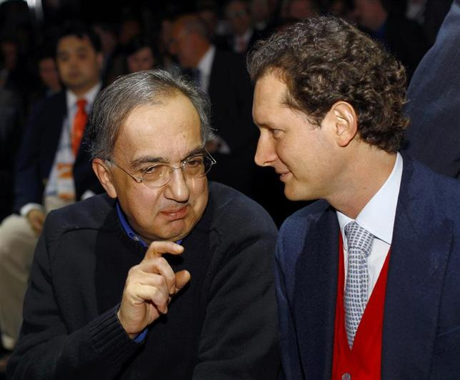 Chrysler-Fiat CEO Sergio Marchionne (L) chats with Fiat Group Chairman John Elkann during the press preview day of the North American International Auto Show in Detroit, Michigan January 13, 2014. Marchionne will stay on as CEO of the company for another three years. REUTERS/Joshua Lott
