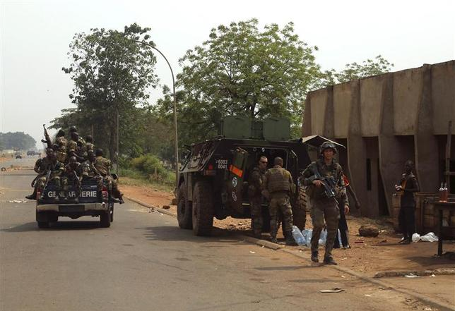 Central African Republic gendarmes drive by French soldiers in 4th district in Bangui, January 11, 2014. REUTERS/Emmanuel Braun