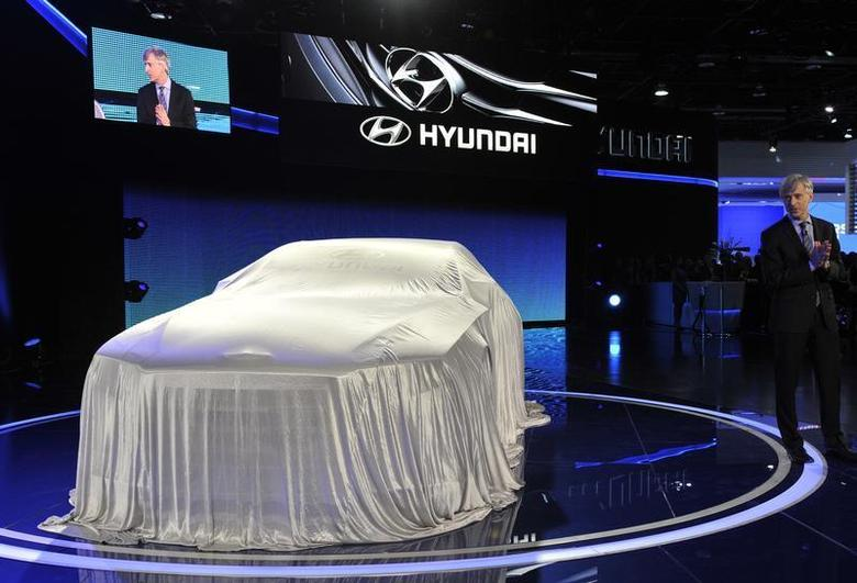 John Krafcik, President and Chief Executive Officer for Hyundai Motor America, gets ready to unveil the HCD14 luxury concept at the North American International Auto Show in Detroit, Michigan January 14, 2013. REUTERS/James Fassinger