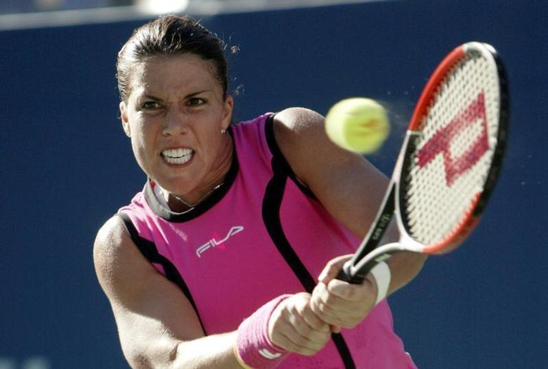 Jennifer Capriati of the United States hits a return to Elena Dementieva of Russia during their semifinal match at the 2004 U.S. Open in New York, September 10, 2004. REUTERS/John Gress PJ -