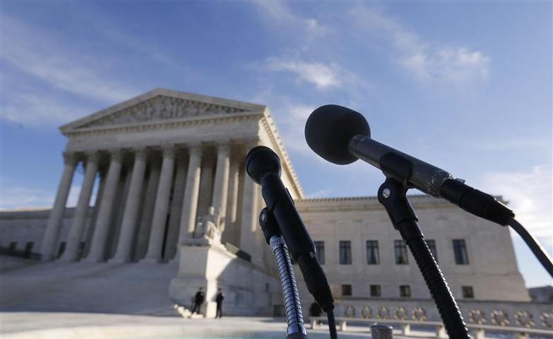 Microphones are set up for attorneys in front of the U.S. Supreme Court for them to talk after delivering oral arguments in a U.S. President Barack Obama recess appointments dispute being heard by the court starting today in Washington, January 13, 2014. REUTERS/Larry Downing