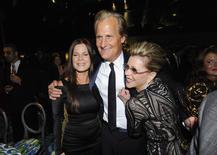 """La serie televisiva de Aaron Sorkin """"The Newsroom"""", que narra la historia de una caótica redacción de noticias, llegará a su fin después de su tercera y próxima temporada, dijo el lunes la cadena HBO, propiedad de Time Warner Inc. En la foto de archivo, los actores Jeff Daniels, Marcia Gay Harden (I) y Jane Fonda. Sep 22, 2013. REUTERS/Gus Ruelas"""
