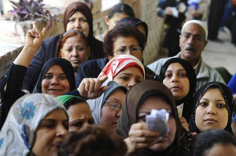 Women queue outside a polling centre to vote in a referendum on Egypt's new constitution in Cairo, January 14, 2014. REUTERS/Mohamed Abd El Ghany