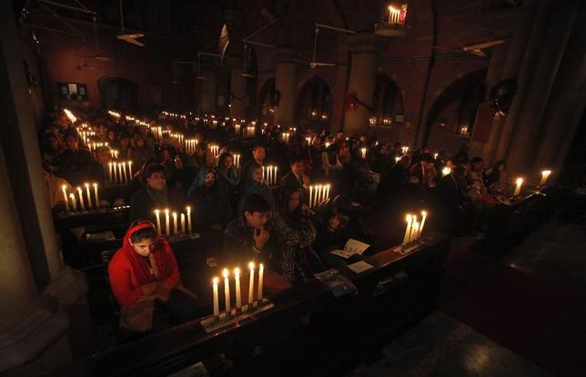 Pakistani Christians take part in a candle-lit Christmas service at the Cathedral Church in Lahore December 22, 2013. REUTERS/Mohsin Raza