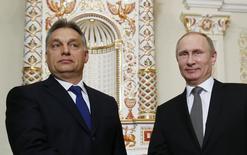 Премьер-министр Венгрии Виктор Орбан и президент России Владимир Путин на встрече в Ново-Огарёво 14 января 2014 года. Россия может одолжить члену Евросоюза Венгрии до 10 миллиардов евро ($13,7 миллиарда) на 30 лет на два новых энергоблока единственной АЭС. REUTERS/Yuri Kochetkov/Pool