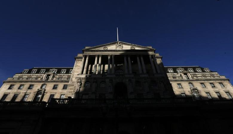 A shadow is cast on the Bank of England in London December 20, 2013. REUTERS/Suzanne Plunkett