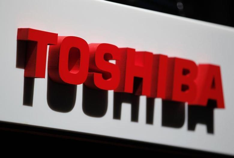 The logo of Toshiba Corp is seen at the company's news conference venue in Tokyo May 17, 2012. REUTERS/Yuriko Nakao