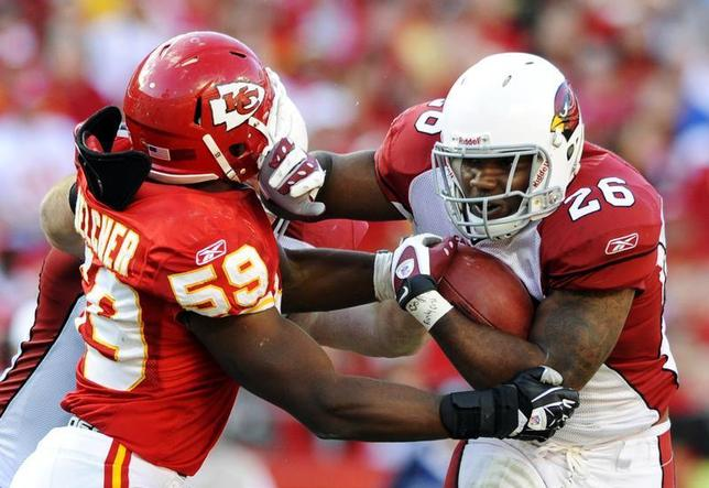 Arizona Cardinals running back Beanie Wells is tackled by Kansas City Chiefs linebacker Jovan Belcher during the second half of the Chiefs' win in an AFC-NFC NFL football game at Arrowhead Stadium in Kansas City, Missouri November 21, 2010. REUTERS/Dave Kaup