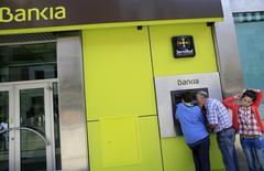 Selon des sources officielles et bancaires, Madrid envisage de vendre une partie de sa participation dans Bankia dès le premier trimestre, espérant profiter des conditions de marché actuellement favorables pour récupérer une partie de l'aide accordée à la banque l'an dernier. /Photo prise le 28 octobre 2013/REUTERS/Marcelo del Pozo