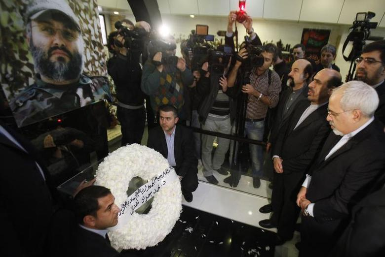 Iran's Foreign Minister Mohammad Javad Zarif (R) and Iran's Ambassador to Lebanon Ghazanfar Roknabadi (2nd R) pay their respect at the grave of assassinated Hezbollah military commander Imad Moughniyeh in the southern suburbs of Beirut, during Zarif's visit to Lebanon, January 13, 2014. REUTERS/Sharif Karim
