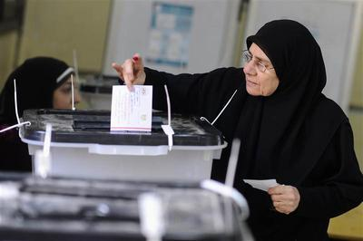Army chief Sisi in focus as Egyptians vote on constitu...