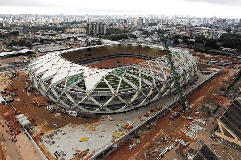 An aerial view of the Arena Amazonia stadium, under construction to host 2014 World Cup soccer matches, after work was suspended by a labor court following the accidental death of a worker last Saturday, in Manaus December 17, 2013. REUTERS/Bruno Kelly