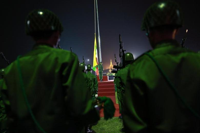 Guards of honour stand at attention during a flag-raising ceremony to mark Myanmar's 66th Independence Day at the People's Square near Shwedagon pagoda in Yangon January 4, 2014. REUTERS/Soe Zeya Tun
