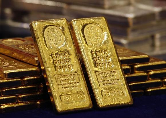 One-kg 24K gold bars are displayed at the Chinese Gold and Silver Exchange Society, Hong Kong's major gold and silver exchange, during the first trading day after the Chinese New Year holidays, in Hong Kong February 14, 2013. REUTERS/Bobby Yip/Files