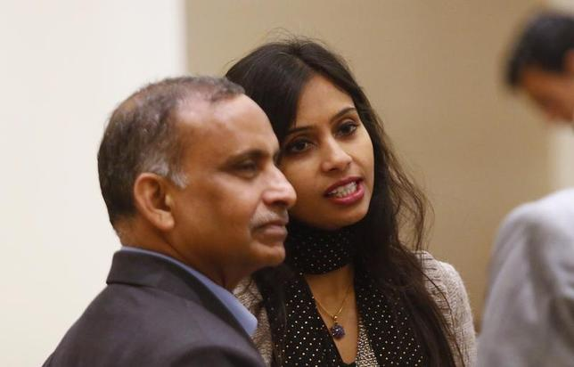 Indian diplomat Devyani Khobragade (L) and her father Uttam Khobragade talk to unidentified guests at the Maharashtra Sadan state guesthouse after their meeting with India's Foreign Minister Salman Khurshid in New Delhi January 11, 2014. REUTERS/Anindito Mukherjee