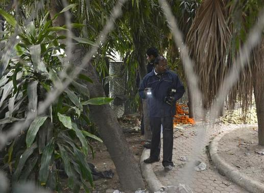 Forensic officials examine a spot where a Danish woman alleged she was robbed and gang-raped, in New Delhi January 15, 2014. REUTERS/Stringer