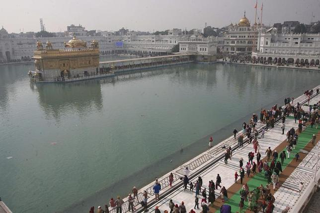 Devotees walk inside the complex of the holy Sikh shrine, the Golden Temple, in the northern Indian city of Amritsar January 14, 2014. REUTERS/Munish Sharma