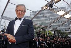 O diretor Steven Spielberg, presidente do júri do 66º Festival de Cinema de Cannes, posa para foto ao chegar a um evento, em Cannes, na França, em maio do ano passado. 19/05/2013 REUTERS/Jean-Paul Pelissier
