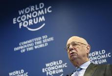Fundador e presidente executivo do Fórum Econômico Mundial, Klaus Schwab, durante coletiva em Cologny, perto de Genebra, 15 de janeiro de 2014. Uma crônica disparidade entre ricos e pobres está se ampliando, o que representa o maior risco individual para o mundo em 2014, apesar do início da recuperação de muitas economias, disse o Fórum Econômico Mundial nesta quinta-feira. 15/01/2014 REUTERS/Denis Balibouse