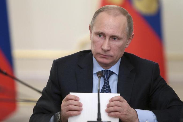 President Vladimir Putin chairs a government meeting in Novo-Ogaryovo residence outside Moscow January 15, 2014. REUTERS/Mikhail Metzel/RIA Novosti/Kremlin