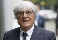 O presidente-executivo da Fórmula 1, Bernie Ecclestone, chegando na Alta Corte de Londres, em novembro. A F1 afirmou nesta quinta-feira que o presidente estará sujeito a um controle maior do conselho da empresa. 06/11/2013 REUTERS/Olivia Harris