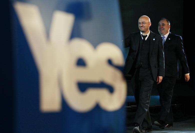 Scotland's First Minister and leader of the Scottish National Party (SNP), Alex Salmond (R) walks on stage with Scottish Green Party leader, Patrick Harvie, to launch the ''Yes Scotland'' campaign for an independent Scotland, in Edinburgh, Scotland May 25, 2012. REUTERS/David Moir