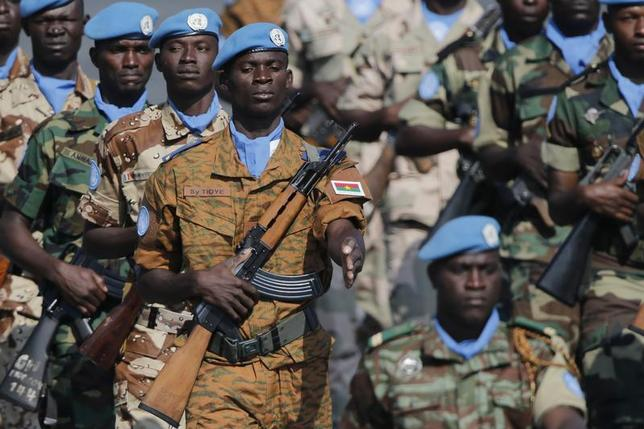 Soldiers from the U.N. peacekeeping mission in Mali (MINUSMA) take part in the traditional Bastille Day military parade in Paris July 14, 2013. REUTERS/Christian Hartmann