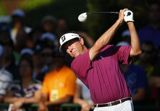 Davis Love III of the U.S. tees off on the 10th hole during the first round of the 2013 PGA Championship golf tournament at Oak Hill Country Club in Rochester, New York August 8, 2013. REUTERS/Jeff Haynes