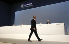 Le président du directoire de ThyssenKrupp, Heinrich Hiesinger, en poste depuis 2011, a demandé aux actionnaires lors de l'assemblée générale annuelle à Bochum, en Allemagne, de faire preuve de patience, alors que le sidérurgiste cherche à se réorienter vers des segments moins instables et à plus fortes marges. /Photo prise le 17 janvier 2014/REUTERS/Ina Fassbender